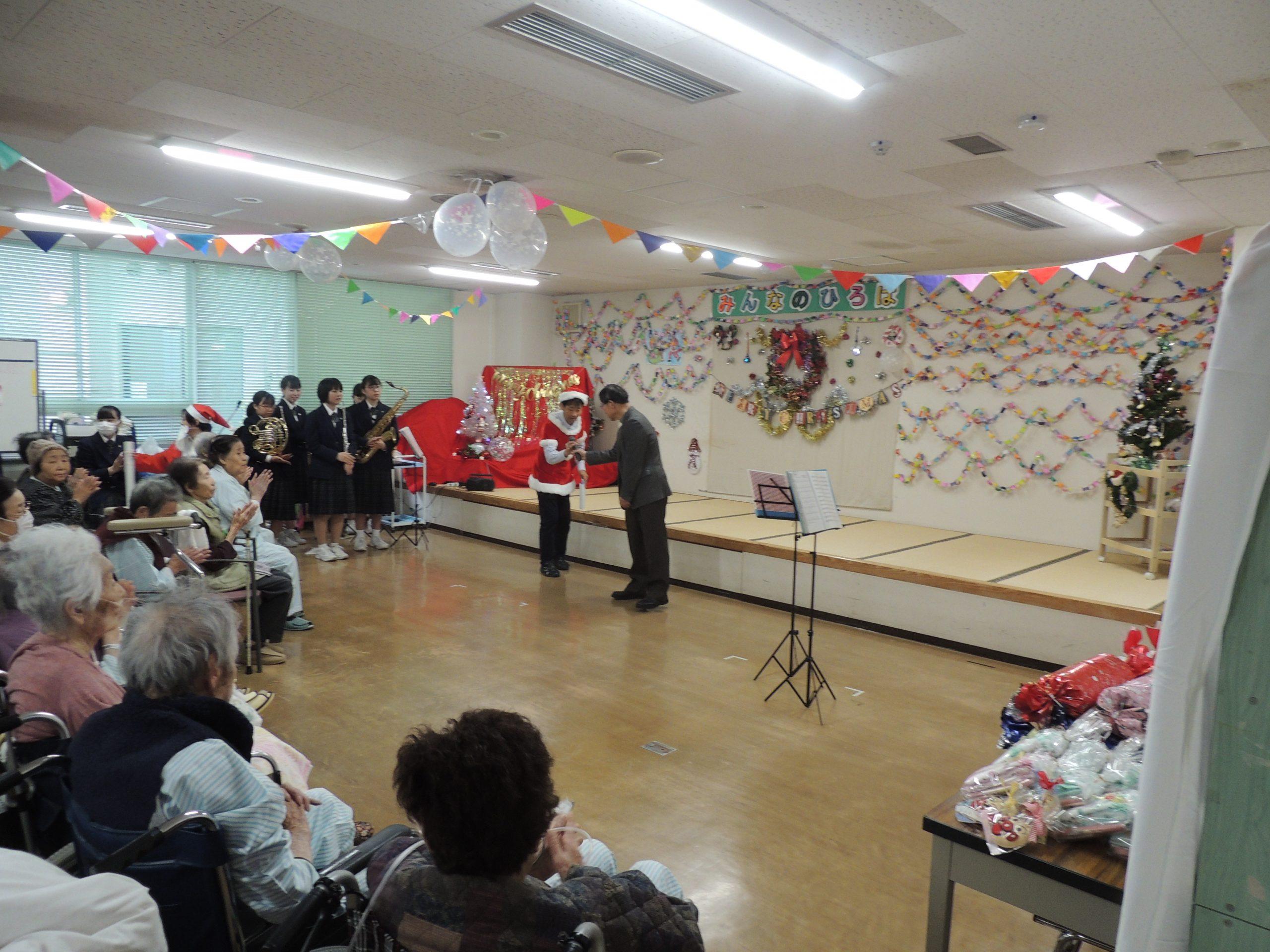 クリスマス会を開催